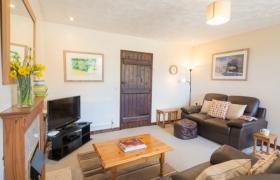 chestnut-lounge-to-door