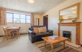 chestnut-lounge-to-king-door-1