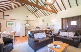 oak-lounge-1