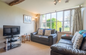 rowan-lounge-to-window