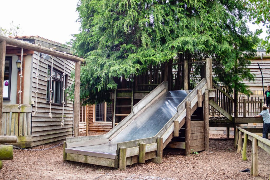 The Pigs in Edgefield has an outdoor play area with slide, treehouse and zip wire